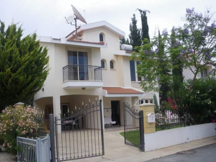 4 bedroom Villa 50m from beach