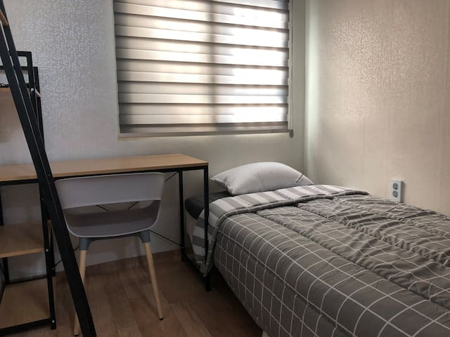 [NEW] HONGDAE AREA COZY SINGLE PRIVATE ROOM