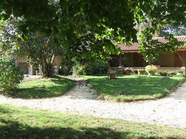 ch. d'hôtes conviviale, près de Marciac (7km) duo - Marciac - House