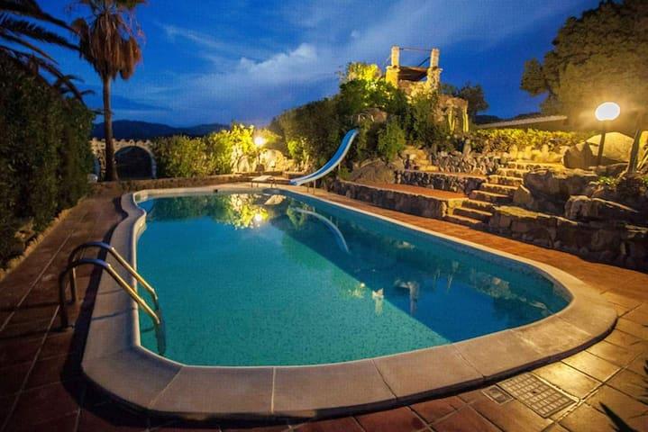 Haus mit eigenem Pool und tollen Aussichten