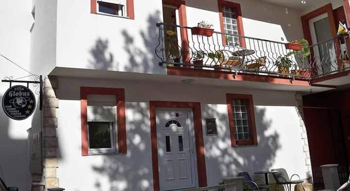 Villa Globus