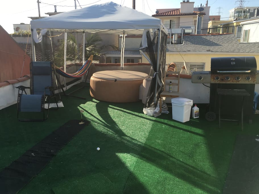 Private Softtub .. Hammock.. Lounge chairs bbq net canopy . Putting green