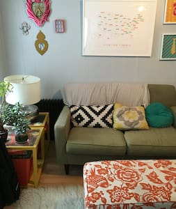 My comfy apartment in the middle of the action of Park Slope is the perfect home away from home. On a quiet side street, but right around the corner from all the great 5th Ave bars and restaurants, it has lots of sunlight and a large eat in kitchen.