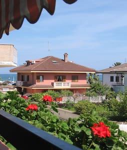 ROSETO BEACH HOUSE + OMBRELLONE - Roseto degli Abruzzi - 公寓