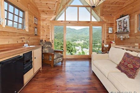 Magnificent year round retreat - Maggie Valley - House