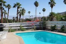 Large deep pool for floating and star gazing on summer nights..... Distant views of Joshua Tree N.P. Nearby views of Cathedral Canyon and Big Horn Sheep wildlife refuge.... 5 minutes walk from home.