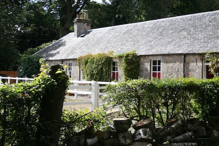 Cottage with hot tub near Stirling - Stirling - House
