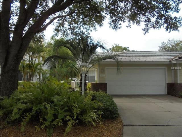 2 Bedroom Home Centrally Located in University Park Golf & Country Club