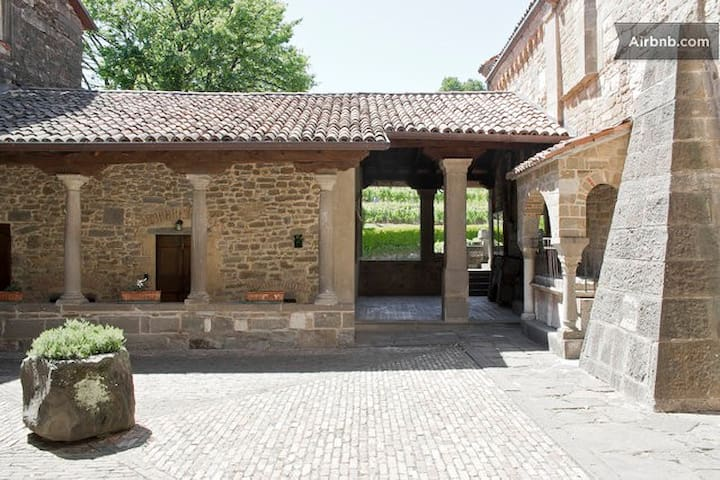 Historical House Medieval Abbey - Pratolongo - Flat