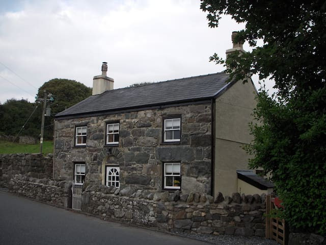 Ship Cottage, Llanberis,Snowdonia. - Llanrug - House