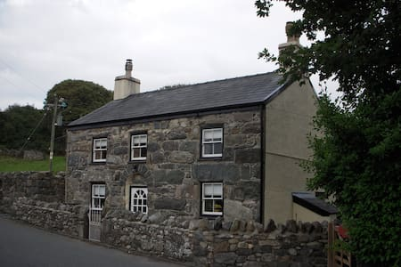 Ship Cottage, Llanberis,Snowdonia. - Llanrug