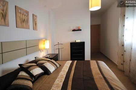 Habitación de matrimonio (suitte) - Castelló D'Empúries
