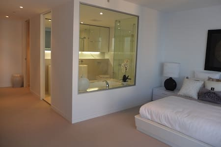 Skyhome ex-display unit - Broadbeach - Condominium