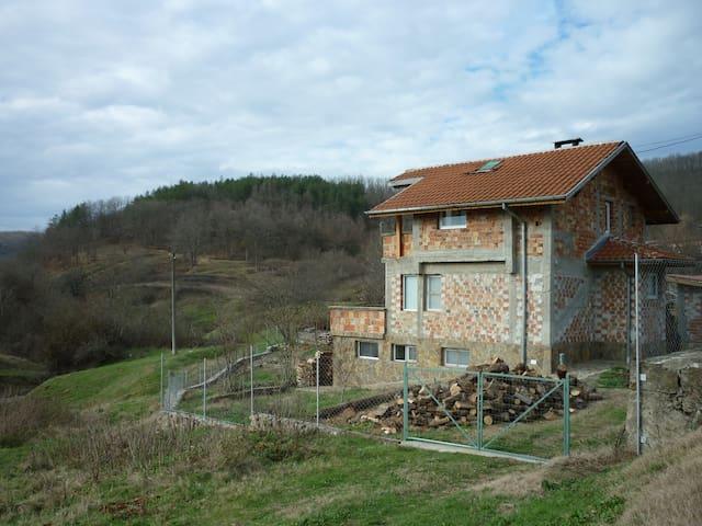 EkoVeleka - Kosti - House