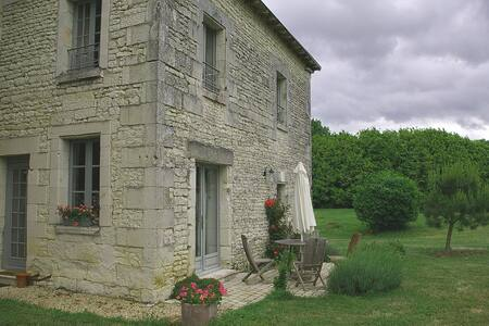 Lovely cottage in quiet location. - Monts-sur-Guesnes