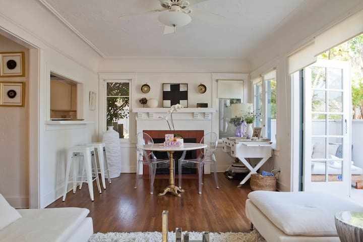 Classic 1920's Beach Bungalow - Pacific Palisades - House