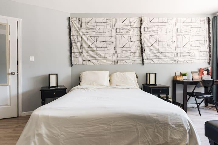 Astounding room/Upgrade to full apartment