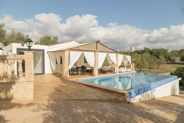 Nice country house with private saltwater pool, chill out, table tennis and BBQ