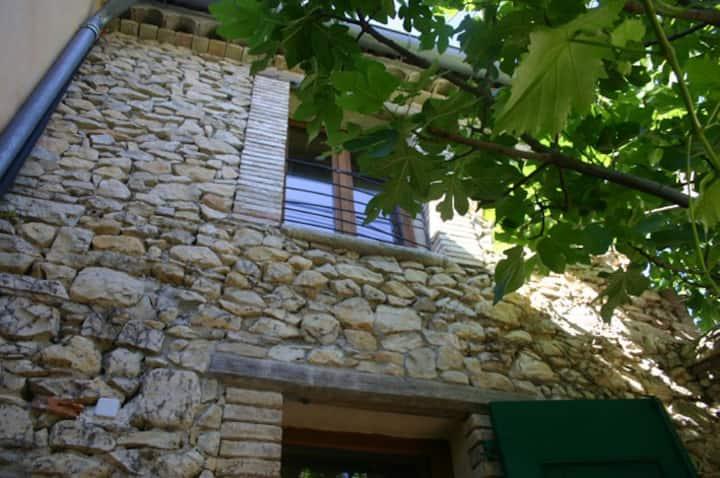 Gîte entre Cévennes et Méditerranée avec jardinet