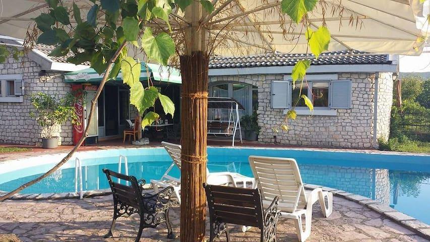 Stonehouse & pool Podgorica - Podgorica