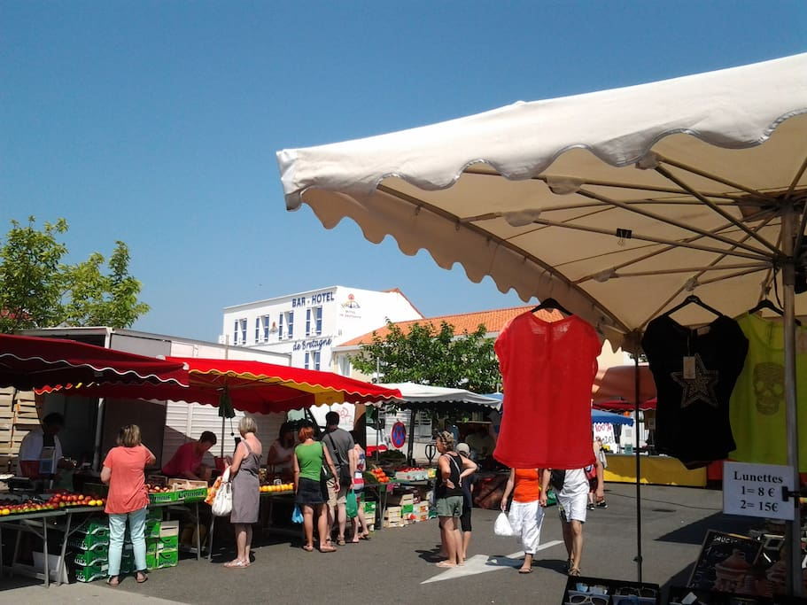 Saturday morning market in Fromentine