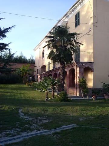 B&B il giardino interiore - Castagnole Monferrato - 家庭式旅館