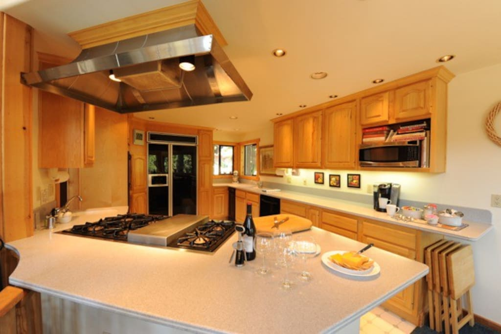 Corian counter tops, Milieu double ovens, prep sink on cooking island… what more could you wish for?