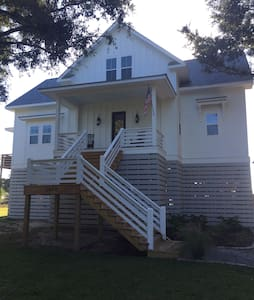Brand New Waterfront Home - Mount Pleasant - Huis