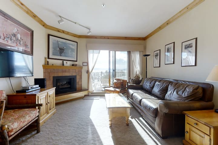 Lovely studio just steps from gondola w/ shared pool & hot tub & free WiFi!
