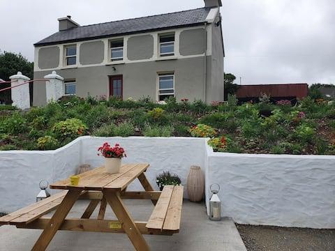 Curraduff Farmhouse On The Dingle Way