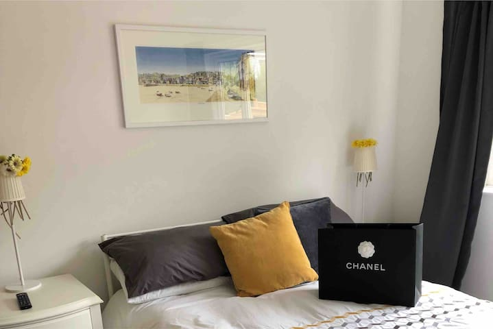 Double & single bedroom, private b/room