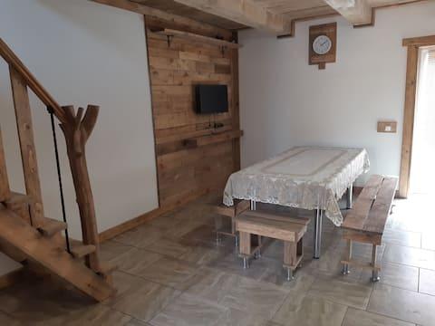Двухуровневая  квартира с личной стоянкой
