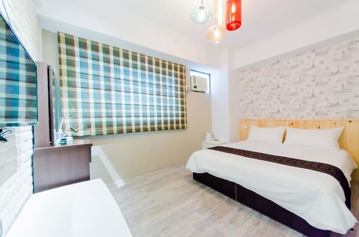 花蓮火車站前平價雙人套房【希拉蕊旅宿】605 - Hualien City - Apartment