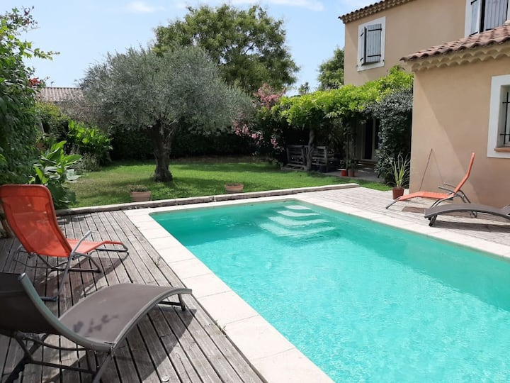 Superb villa, private heated pool in Provence