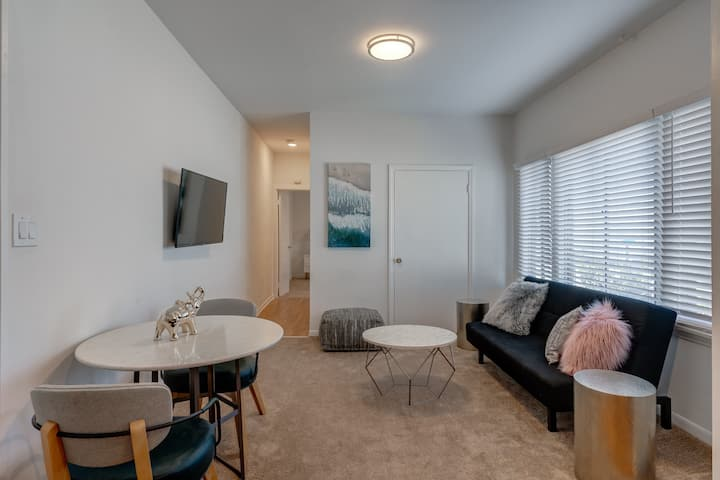 Beautiful 1 Bd a Block from Ocean and Venice Beach