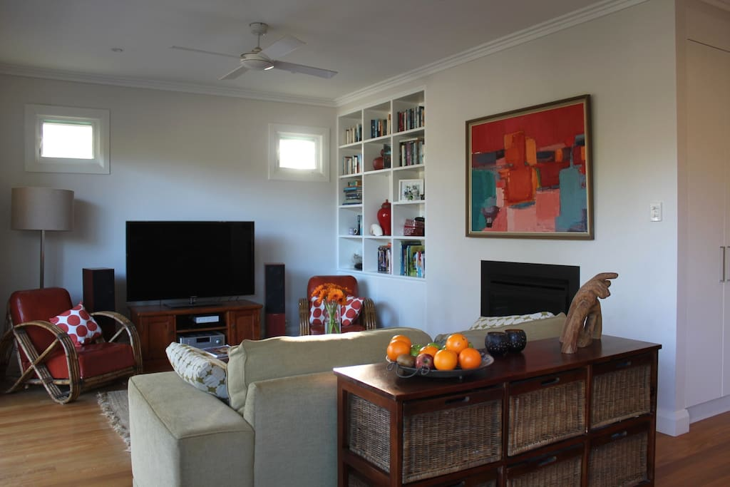 Wonderful, warm, main living area. Ceiling fan, gas heater, big TV, Hi Fi system and WiFi internet.