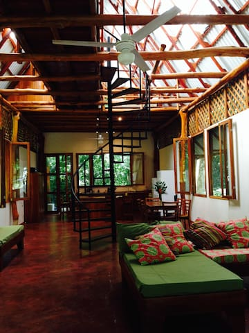 TROPICAL AND TRANQUIL JUNGLE HOUSE - San Juanillo - Hus