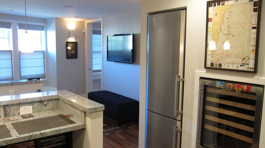 Full kitchen including full fridge and wine fridge for your collection from your trip to Napa.
