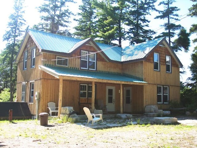 4 Bedroom Cottage on Manitoulin Island!
