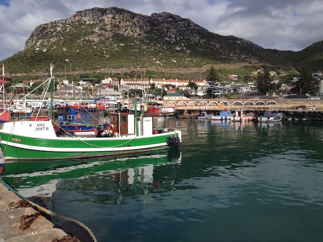 Little seaside cottage in gorgeous Kalk Bay - Ciutat del Cap - Bungalou