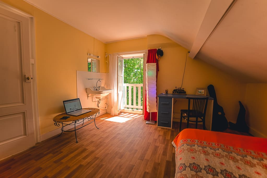 Chambre haute de la niche maisons louer cully for Chambre haute france