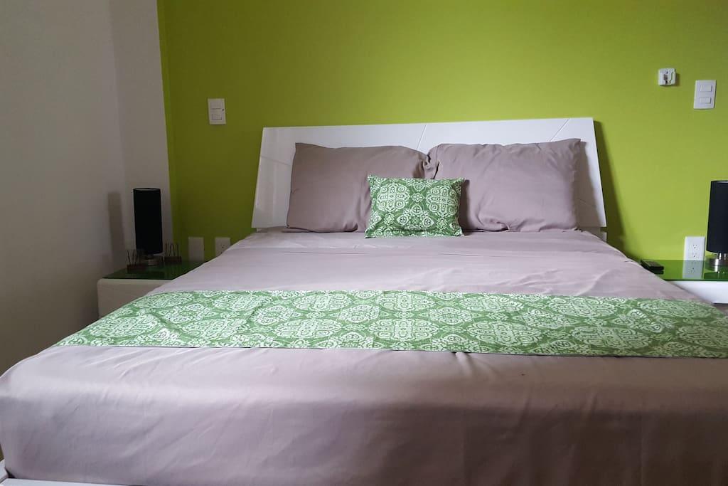 Recamara principal con cama queen