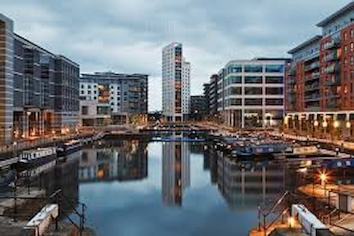 Clarence Dock Flat (cheaper than a Hotel!) - Leeds - Apartment