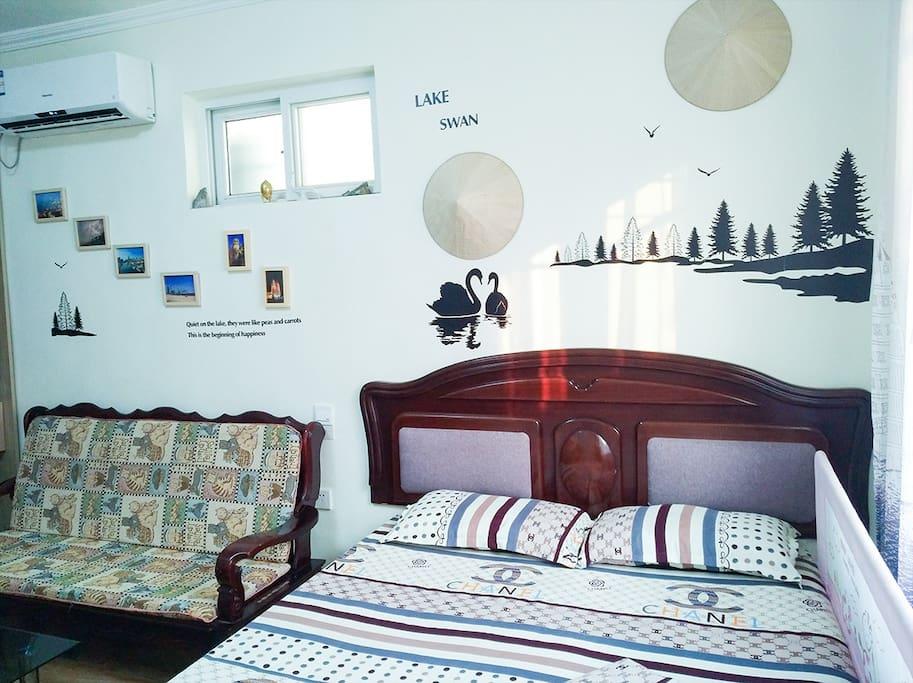 主卧 1.5米大床 40寸电视 空调 暖气 高速wifi