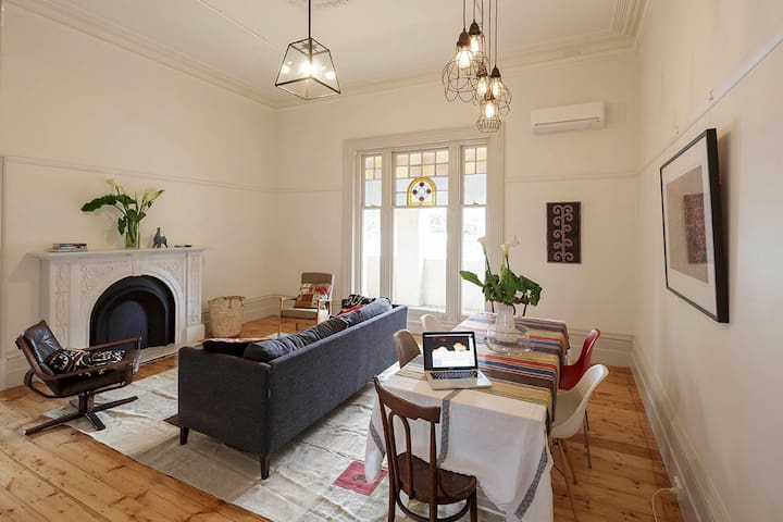 2BD - Stylish Spacious Grand Victorian Apartment - Elsternwick - Wohnung