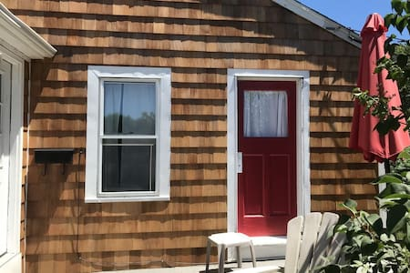 1 Mile To Beach, 2BR, 1 BA, sleeps 6
