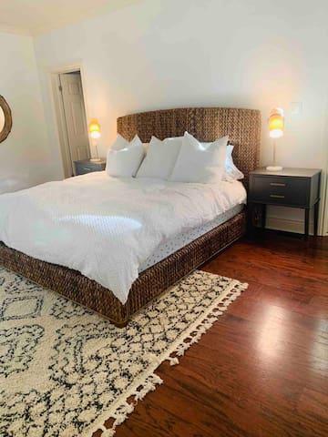 Master bedroom (king bed) & en-suite bathroom.