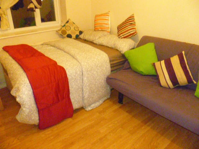 LONDON HAROLD 2BED FLAT, SLEEP2-10. - Londra - Daire
