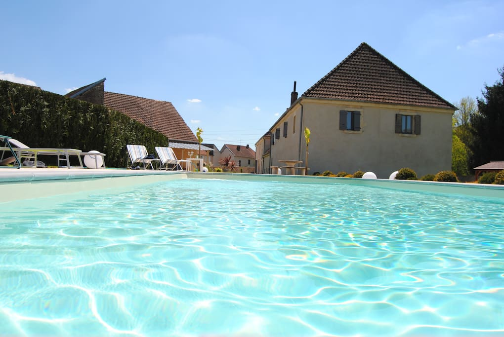 Le domaine des papillons houses for rent in beaujeu for Piscine vallier