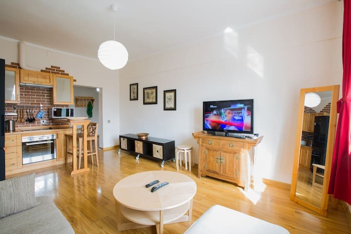 Brilliantly Located 2 Bed Apartment